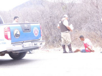 Na moto estavam Charles Alves Paixão e um rapaz apelidado de Negão. (Foto: Lay Amorim/Brumado Notícias).