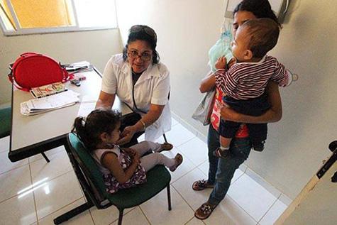 """O Ministério da Saúde chamou a """"manobra"""" de inadmissível e informou que os municípios que fazem isso podem ser excluídos do programa Mais Médicos. (Foto: Mário Bittencourt/Folhapress)."""