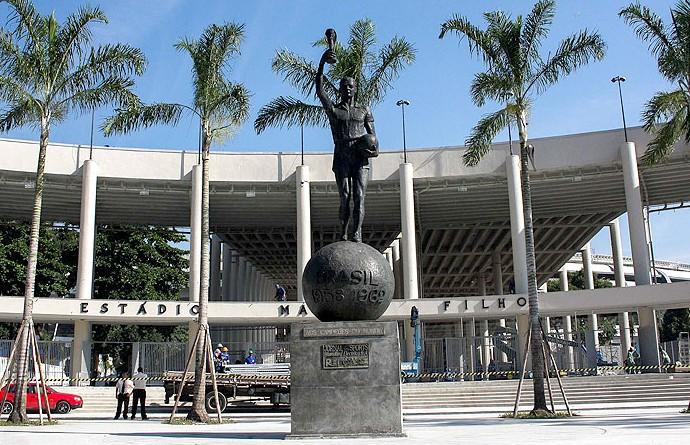 Homenagem aos campeões de 1958 é eternizada no Maracanã como Estátua do Bellini (Foto: Ale Silva / Agência Estado)