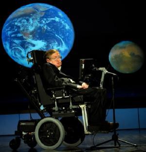 O cientista Stephen Hawking recebeu o diagnóstico de Esclerose Lateral Amiotrófica em 1964 aos 21 anos e, aos 72, continua vivo e produtivo (NASA/Paul Alers)
