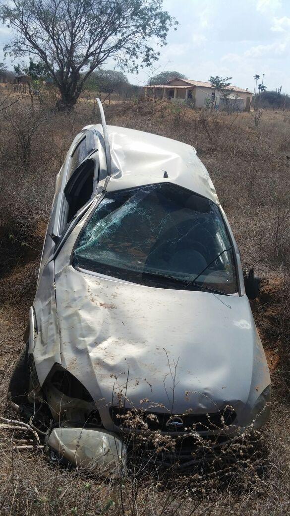 acidente estrada condeuba piripa 20-10-14 (2)