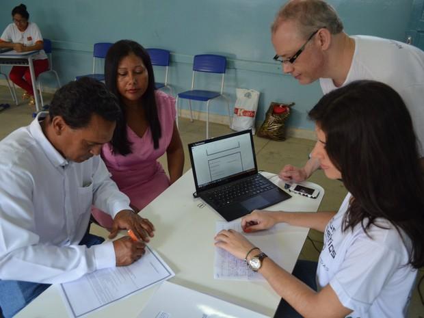 Em cinco dias, a equipe do advogado Hilário Bocchi Júnior oficializou 76 uniões estáveis em Condeúba (Foto: Adriano Oliveira/G1)