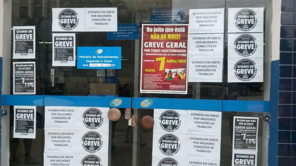 portas da agencia do inss de condeuba em greve