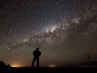 homem ceu estrelas