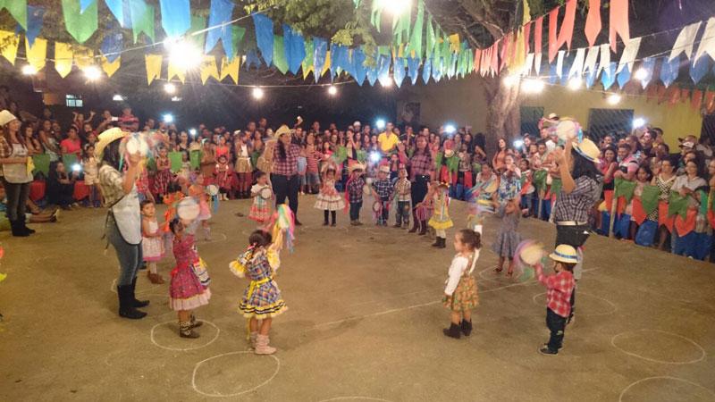 Uma das quadrilhas de crianças da Creche Municipal Vovó Clemência Sofia Fotos: Dermeval Filho – Portal da Transparência | Gov de Condeúba