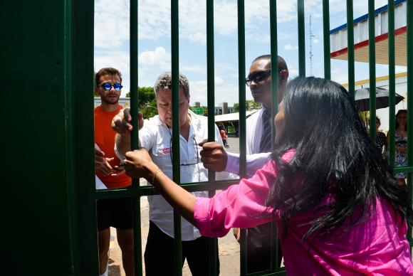 Brasília - Estudante que chegarem após o horário de fechamento dos portões vão perder a prova do EnemAntônio Cruz/Agência Brasil