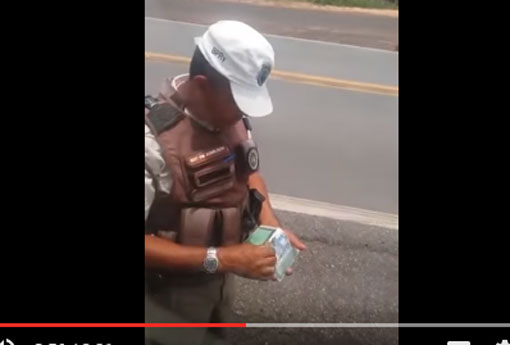 policial-cobrando-pedagio